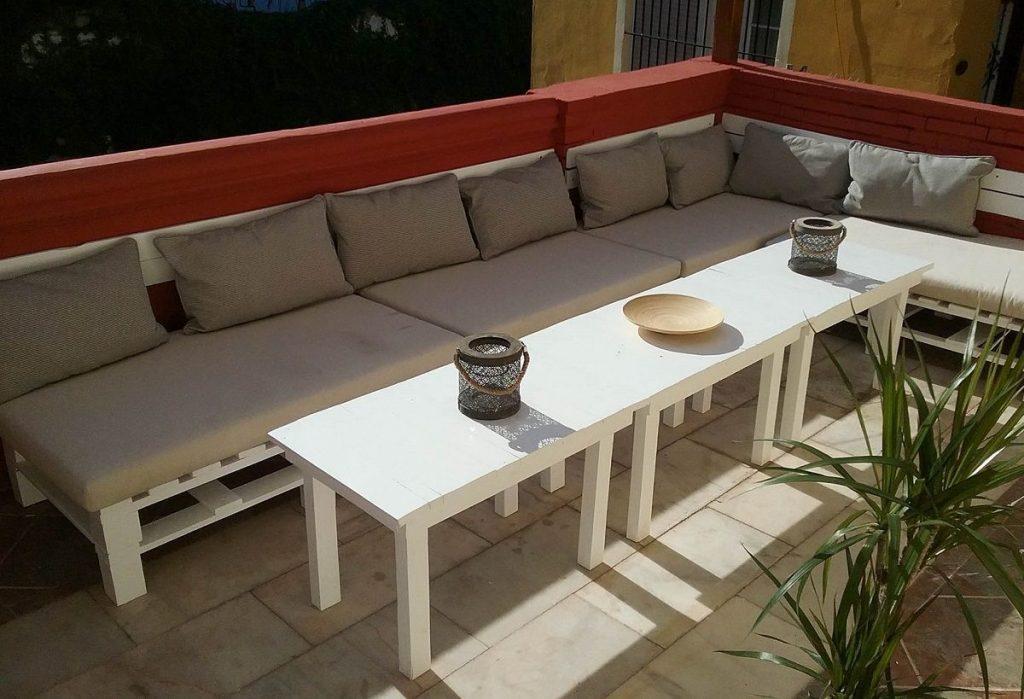 Sof de palets y mesa de centro para terraza for Sofa exterior palets