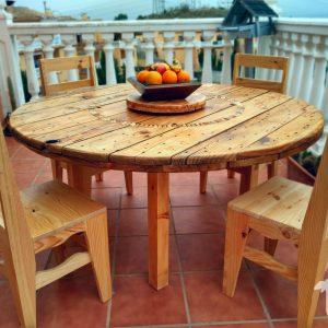 Mesa de comedor circular hecha con madera de palets - rawson
