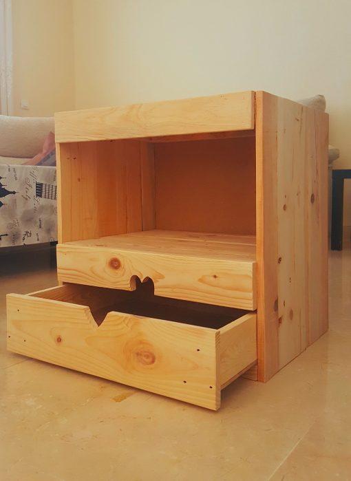 mesilla de noche hecha con madera de palets - ushuaia