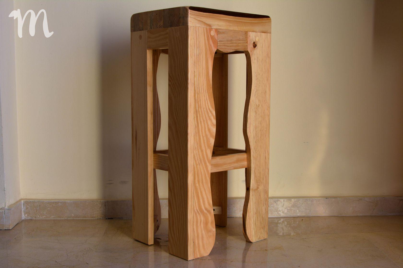 Taburete alto con asiento recto