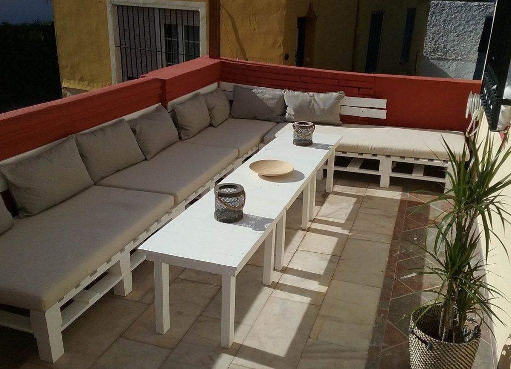 Sof de palets y mesa de centro para terraza for Bancos para terrazas baratos