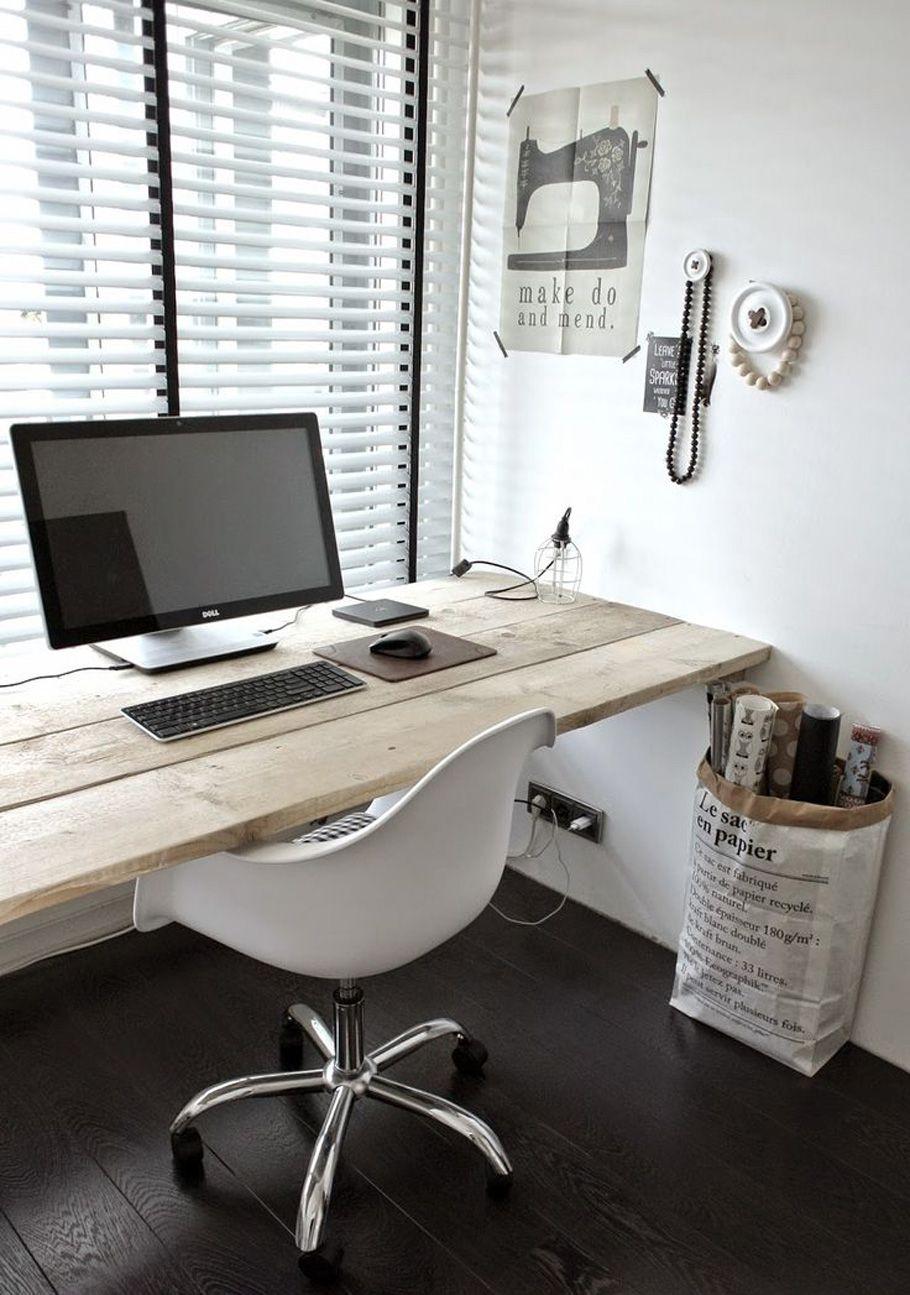 escritorio de palets hecho con tablas de madera