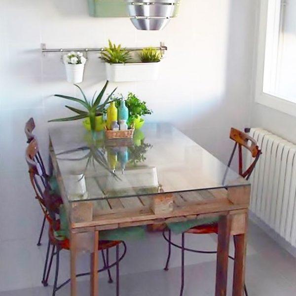 mesa de palet con cristal para salón