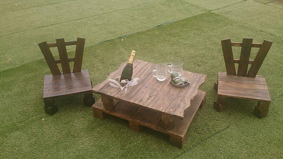 mesa de centro con soporte para bebidas