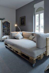 sofá de palet con ruedas