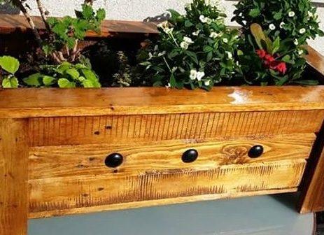 3 ideas para animarte a que tengas tu propia jardinera hecha con madera de palets