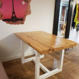 mesa de comedor de palets con patas en H