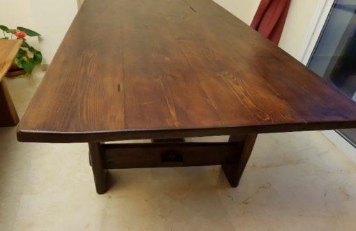 mesa de comedor con tablero ancho de palets